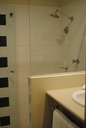 Travelodge Hotel Garden City Brisbane: bagno