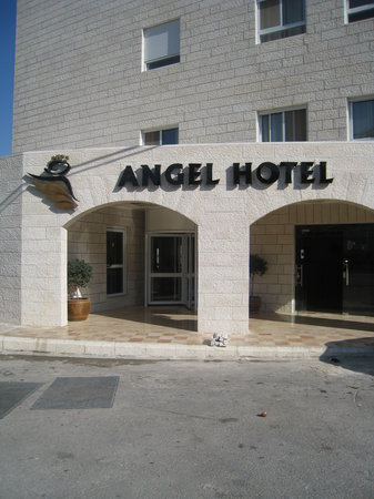 Angel Hotel : Entrance