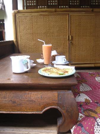 Kebun Indah: Breakfast area at Ratna 1