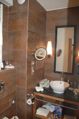 Hôtel Le Six : Very pretty bathroom