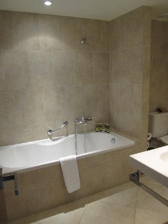 La vasca da bagno foto di amirandes grecotel exclusive - Vasca da bagno immagini ...