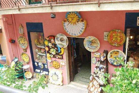 Manarola, Italia: negozio tipico