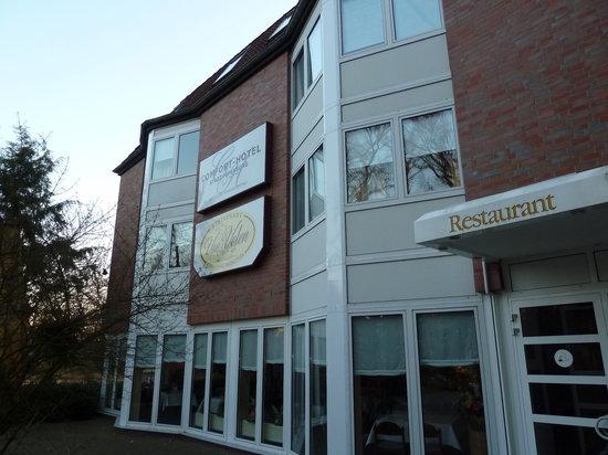 Parkhotel Papenburg: outside hotel