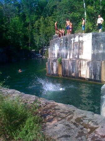 Winhall Brook Campground: Cliff Jumping 30 min away