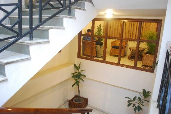 Hotel Devika: Stairway