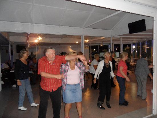 Ryan's Bar & Grill : Line Dancing