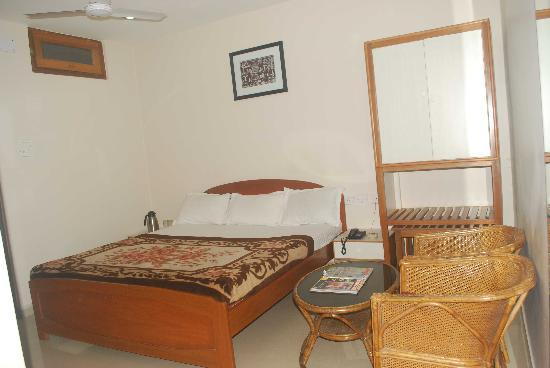Hotel Devika: Second Floor Room