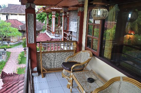 Lovina Beach Hotel: Petite terrasse privée