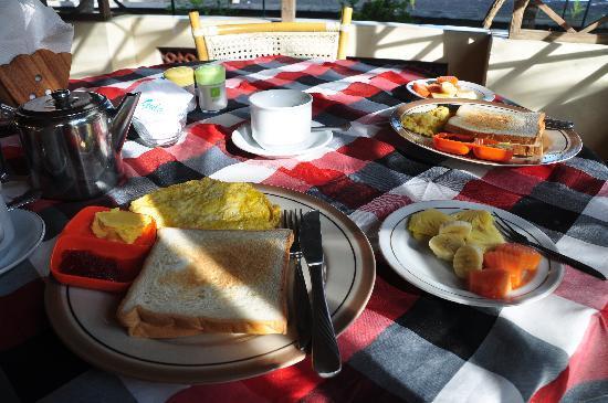Lovina Beach Hotel: Petit déjeuner