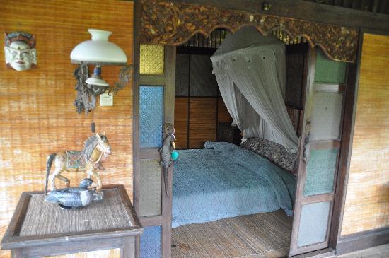 Dewi Sri Bungalows : Chambre