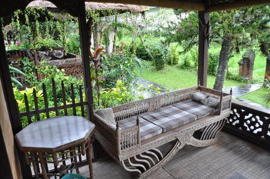 Dewi Sri Bungalows : Terrasse