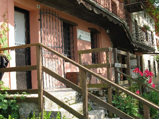Al Postiglione: Blick von der Terrasse auf die Weingärten