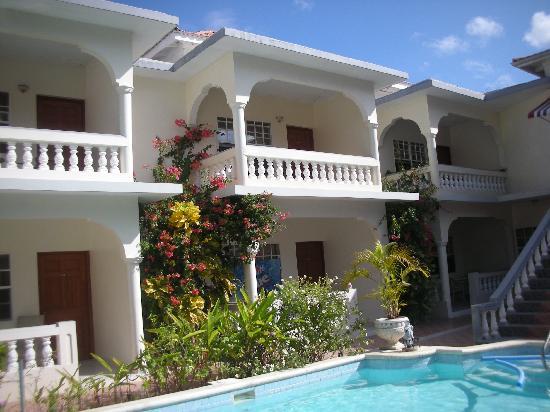 Rayon Hotel: Pool & rooms @ Rayon
