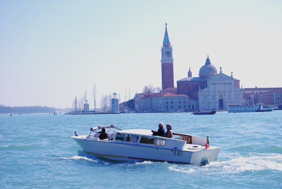 ‪Venice Water Taxis‬