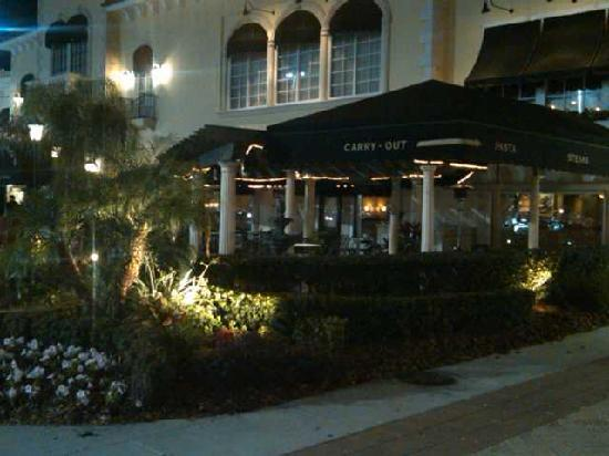 Maggiano's Little Italy : Outdoor Seating