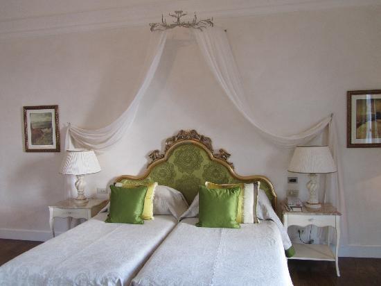 Belmond Grand Hotel Timeo: junior suite bedroom