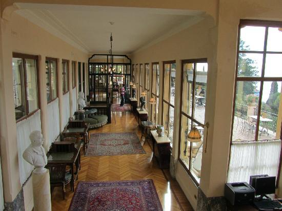 Belmond Grand Hotel Timeo: classical passage with bligh windows