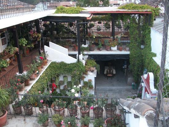 La Villa Serena: Courtyard 2