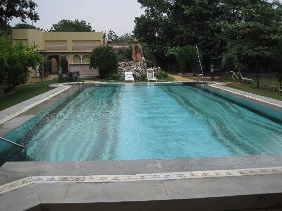 Narain Niwas Palace: Swimming pool and spa