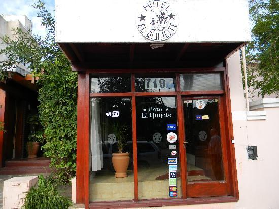 Hotel El Quijote: Parte del Frente del hotel