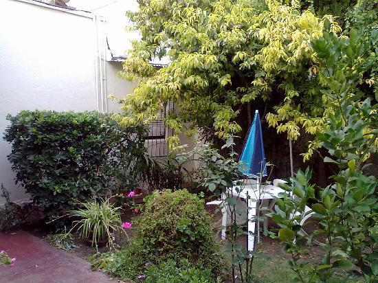 Hotel El Quijote : Parte del jardín del hotel
