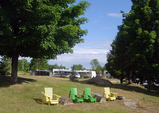 South Wind Motel & Campground: muskoka chairs