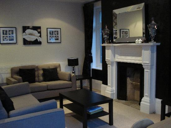Harrogate Boutique Apartments: Living Room At Apt 1, 4 Spring Grove