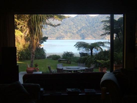 Tawa Cove Lodge/ D B&B: lounge veiw
