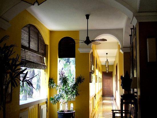 Victoria Angkor Resort & Spa: A corridor in the hotel interior