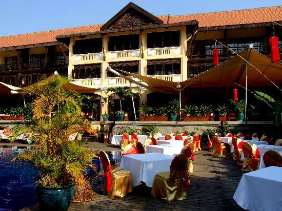 Victoria Angkor Resort & Spa: Hotel grounds decorated for Lunar New Year