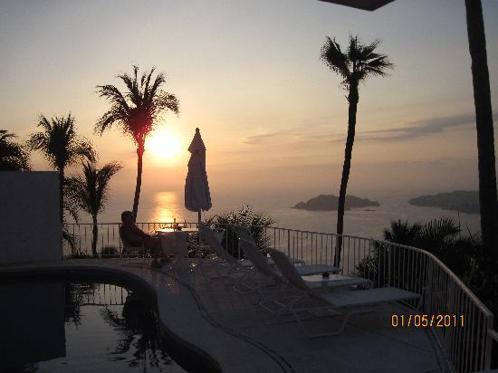 Las Brisas Acapulco: Acapulco sunset outside our casita
