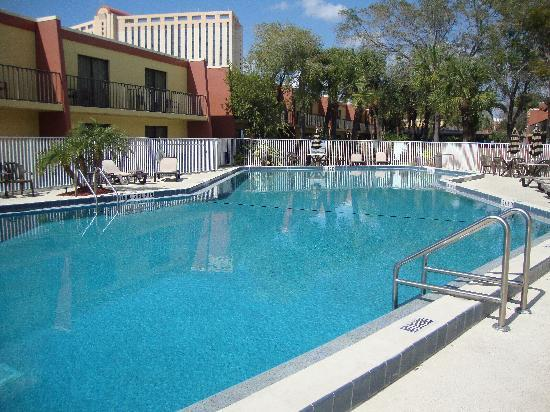 Clarion Inn & Suites At International Drive: Pool area