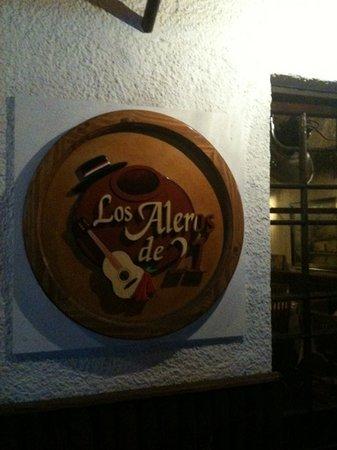 Los Aleros de 21: Outside the place