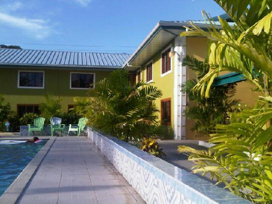 Bon Accord, Tobago: Lovely pool and poolside area. Quite appealing