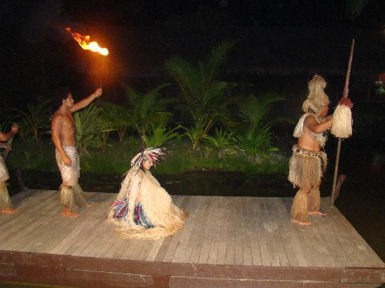 Te Vara Nui Village: the culture dance