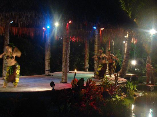 Te Vara Nui Village: the culture dance