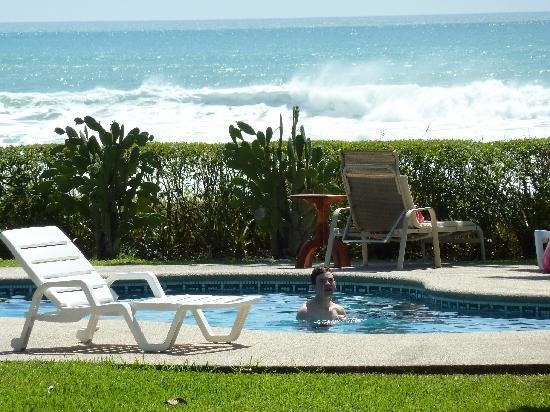Hotel Casa Azul: The pool and ocean view