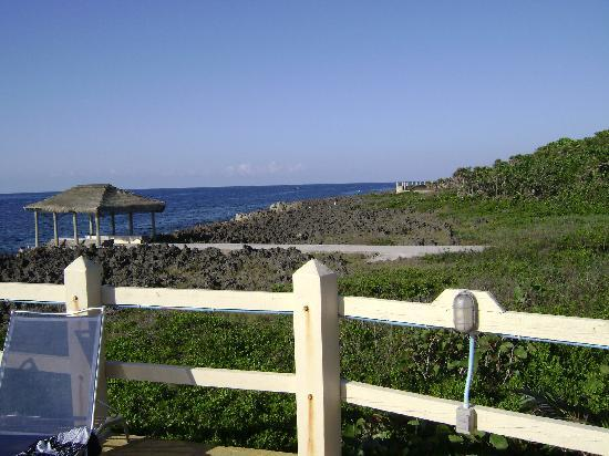 Seagrape Plantation Resort: I loved being on the iron shore