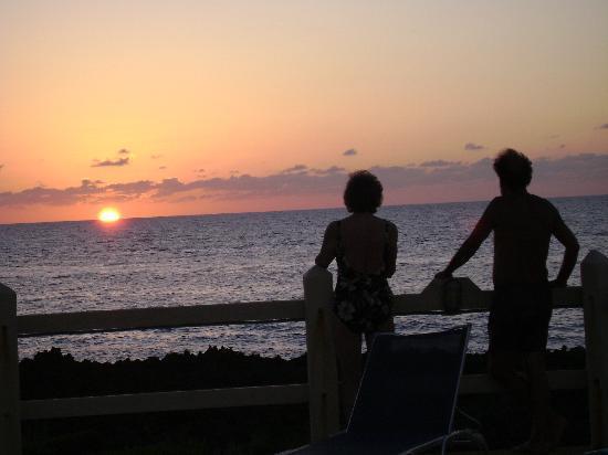 Seagrape Plantation Resort: sunset