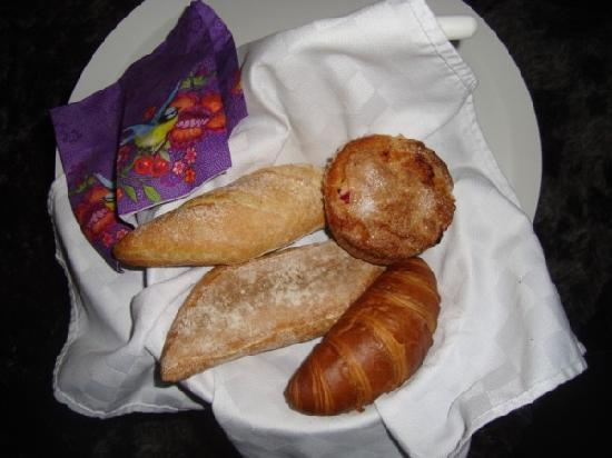 Amsterdam Boutique B&B : Breakfast rolls and muffin