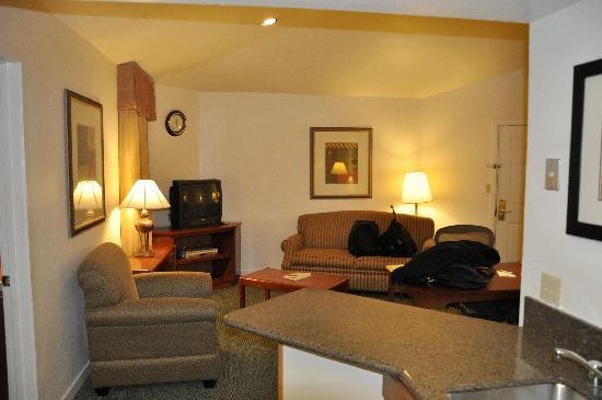 Staybridge Suites Dulles: Roomy place