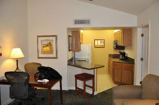 Staybridge Suites Dulles: With full kitchen