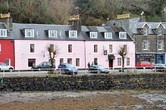 The Tobermory Hotel : the pink one is the hotel