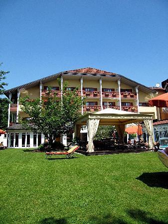 Das Mühlbach - Thermal Spa & Romantik Hotel: Gartenansicht