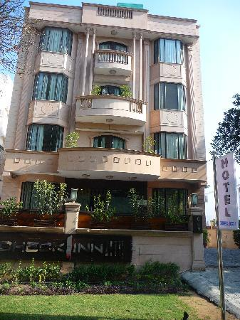 Aagami Hotel: front of hotel