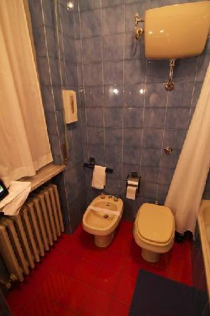 Hotel Maitani: bathroom