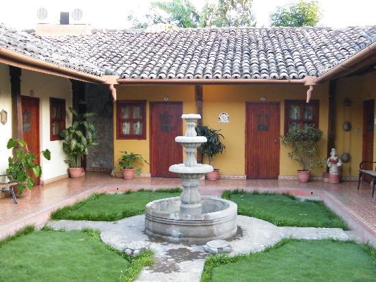 La Posada del Doctor: Central Courtyard of Posada del Doctor
