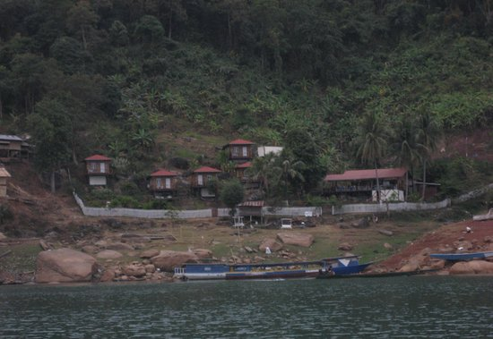 Thalat, Laos: Salapa from the Lake