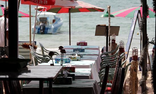 Nai Yang Beach Resort and Spa: 2 min walk from our room