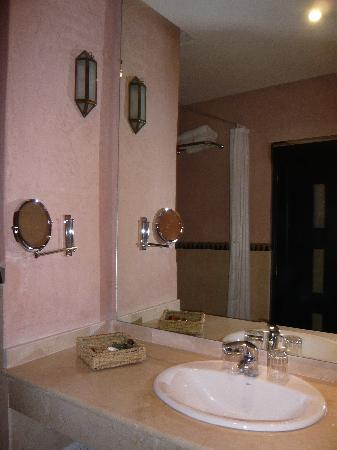 Zalagh Kasbah Hotel and Spa : Bathroom